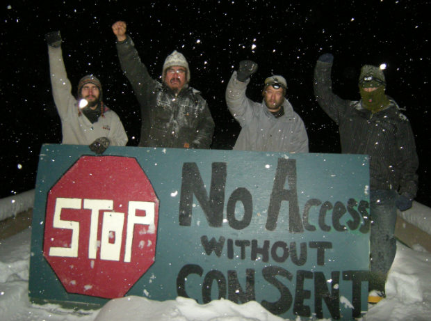 Raising Resistance: Solidarity with the Unist'ot'en. Call for actions on Tuesday November 27th