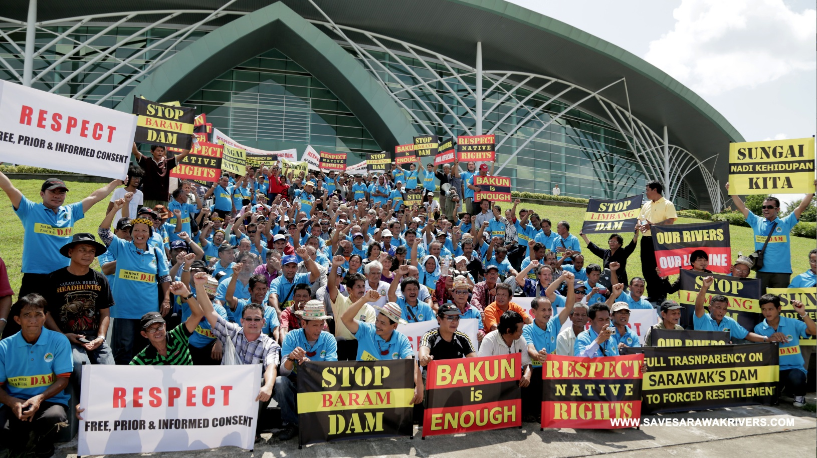 300 indigenous people protest dams outside the International Hydropower Association's Congress at the Borneo Convention Center (SAVE Rivers)