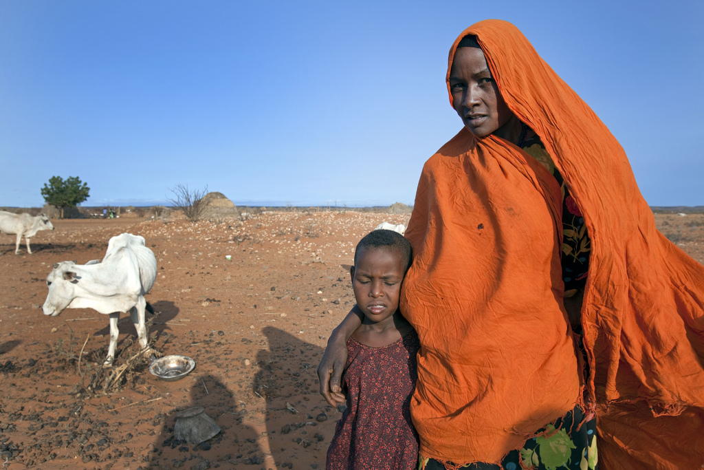 A Pastoralist with her daughter in the Dollo Ado region of Ethiopia. Image by Flickr user @Giro555SHO (CC BY-ND 2.0).