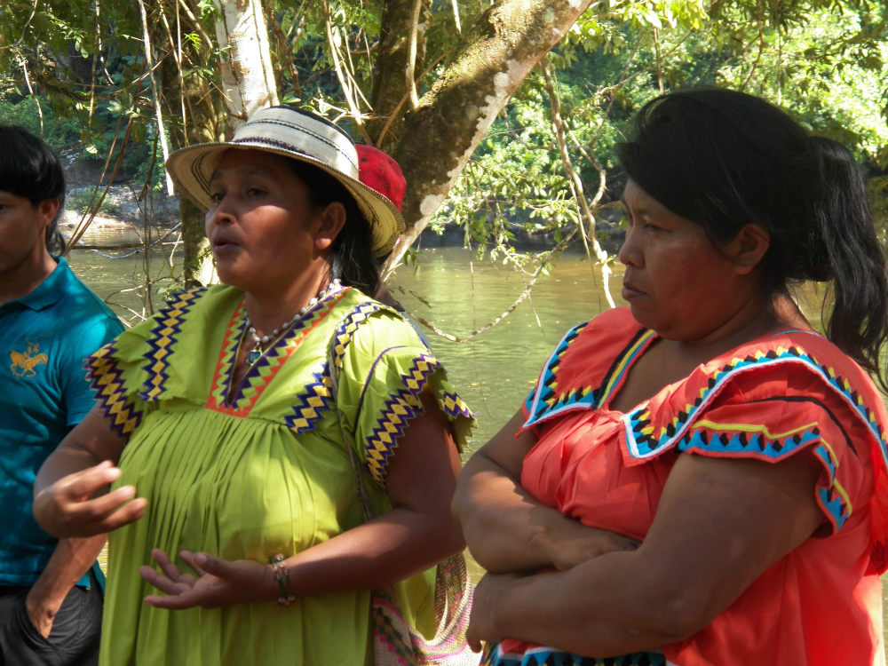 Weni Bagama M10 leader (right) and the Cacica Silvia Carrera at the Protest Camp (Photo: Oscar Sogandares)