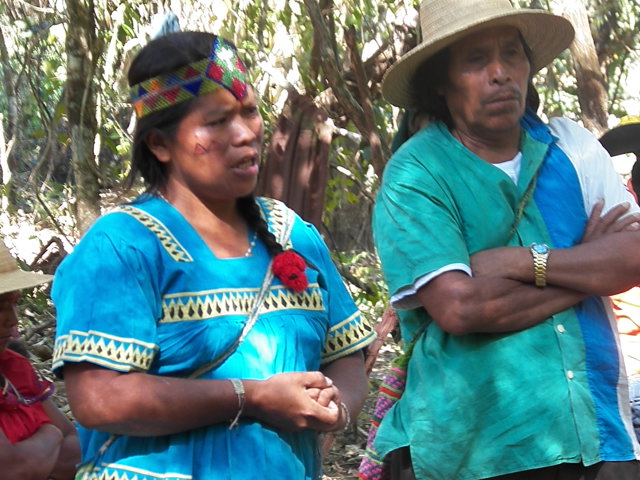 Cacica suplente Clementina Perez with Luis Jimenez , or 'Bulo' (big man in ngäbe) Justo's father in the camp. (Photo: Oscar Sogandares)