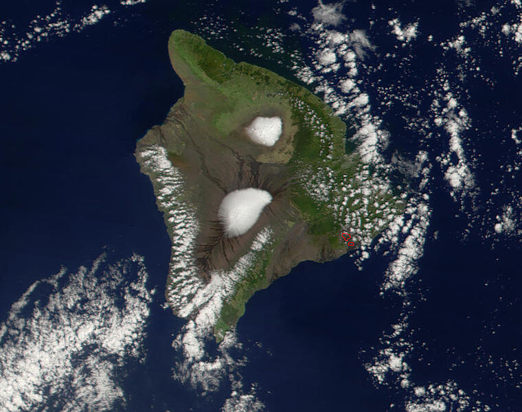 Location of Mauna Kea (north) and Mauna Loa (south) in the island of Hawaii.