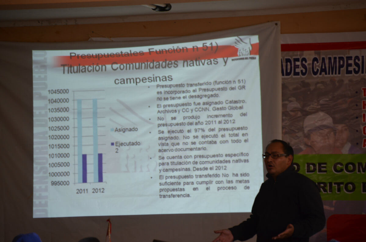 Paby Cáceres Vargas (defensoria del pueblo) discussing Titling progress (Photo: Robin Llewellyn)