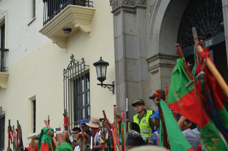 Indigenous Guards outside the Tribunal in Popayan, Cauca, demanding the liberty of Feliciano Valencia. Robin Oisín Llewellyn