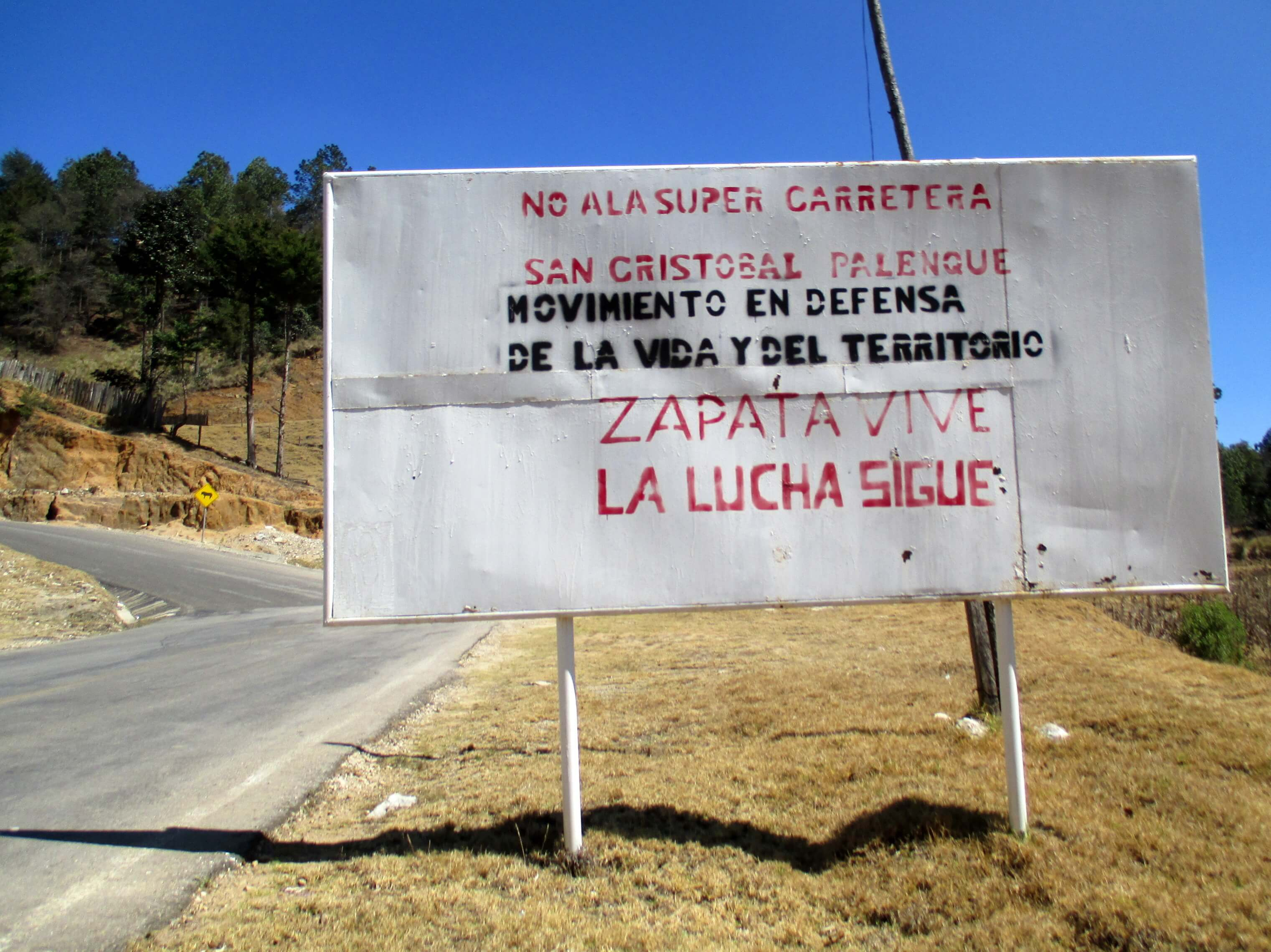 A sign along the road leading to Candelaria informs passers-by of opposition to the planned super-highway. (WNV/Sandra Cuffe)