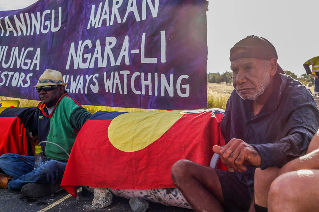 Gamilaraay and Githabul men lock on to protect Country2