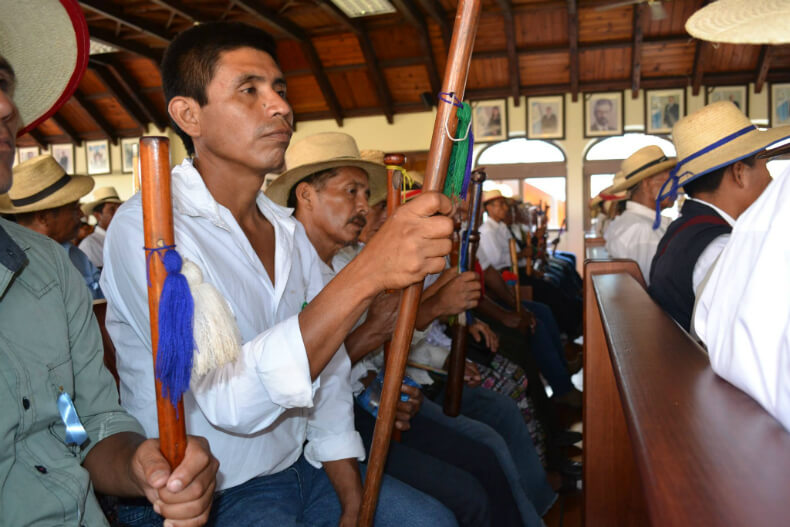 "About 220 Q'eqchi' authorities from Copones attended the hearing at the Constitutional Court of Guatemala in May 2016; they held their ""bastones de mando""  as symbols of authority and responsibility."