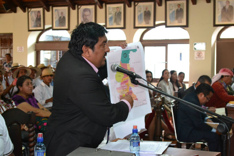 Juan Castro shows a map of the autonomous territory of Copones with surrounding municipalities to put in evidence the physical and political distance that separates Copones from Chinique.