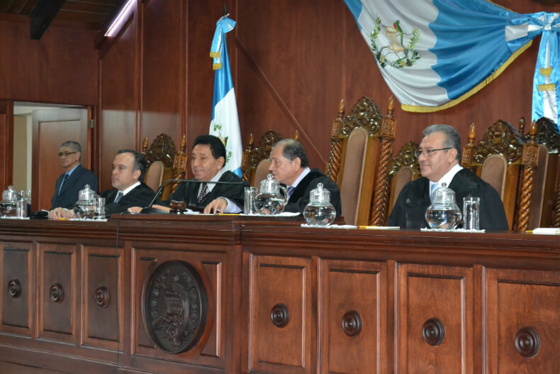 The judges of the state legal system listened to the case for returning land titles to the Q'eqchi' of Copones.