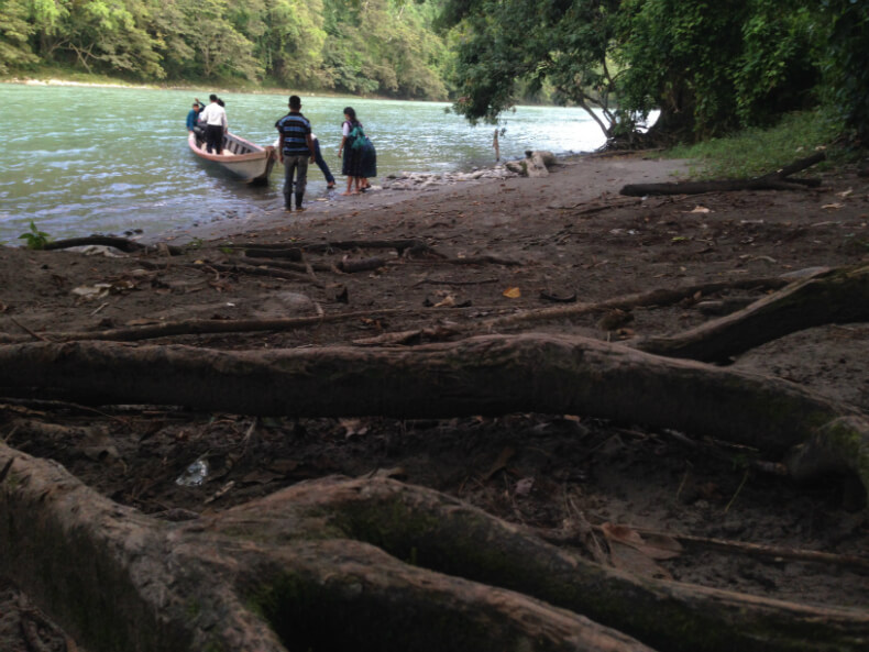 Copones communities still travel a lot by river. Many people await the boat to cross the river and return home at the end of the day. Photo: Manuela Picq
