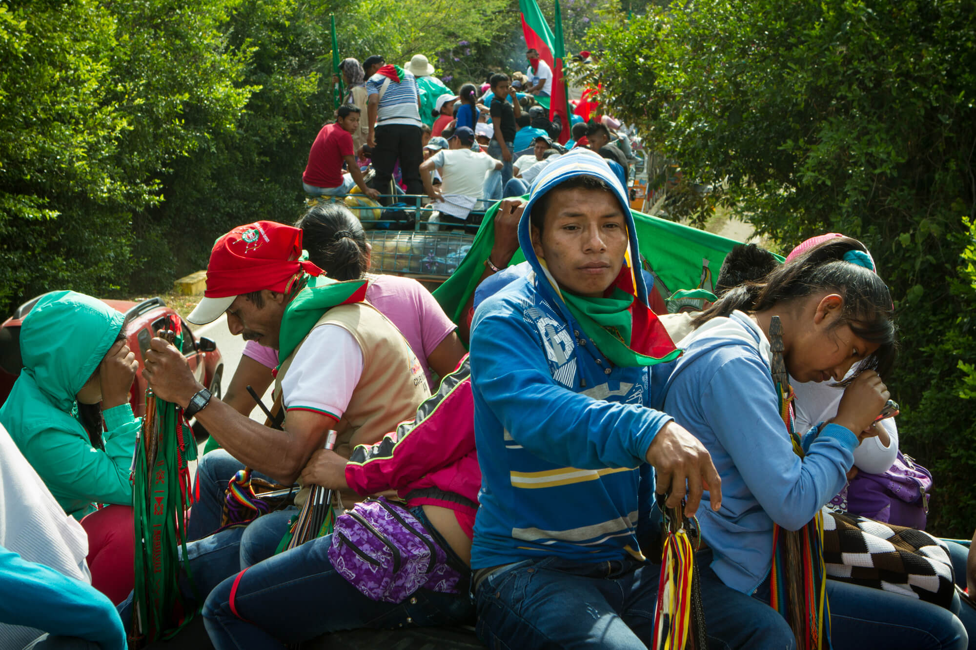 Thousands of people pile onto the tops of busses for a caravan procession to demonstrate he indigenous movement's support of the peace process. Photo: (C) Hanna Wallis