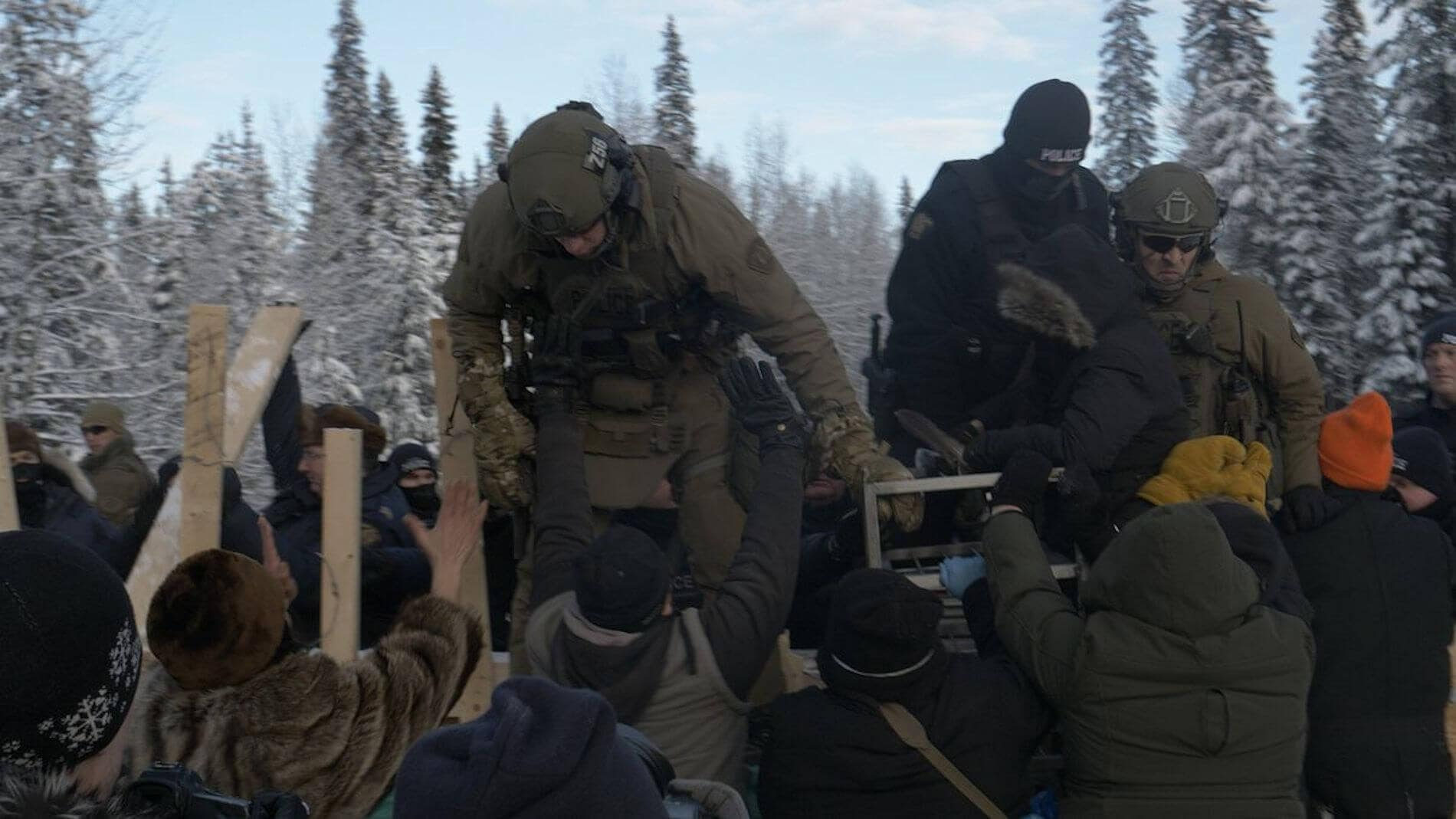 , RCMP and military breach peaceful checkpoint on unceded Wet'suwet'en territory